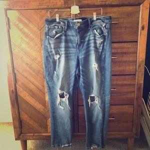 Sexy distressed boyfriend jeans!